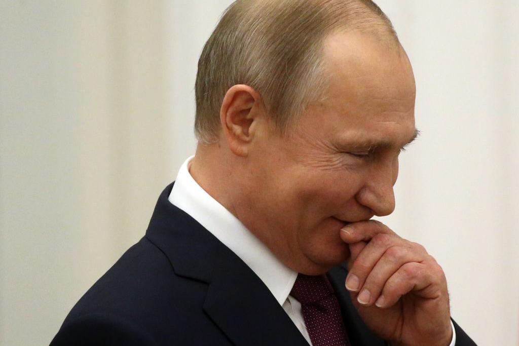 Путин подписал закон о гарантиях неприкосновенности экс-президенту России